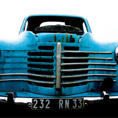 Blue car I / Reproduction interdite © Carles Prat
