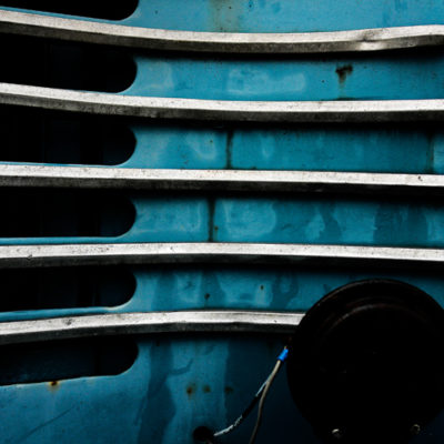 Blue car II / Reproduction interdite © Carles Prat