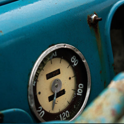 Blue car III / Reproduction interdite © Carles Prat